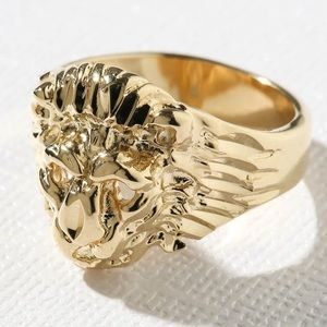 New Vanessa Mooney the lion ring gold